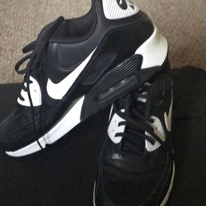 Nike black and white sneakers (good condition)